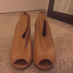 Cognac Vince Camuto Size 7.5